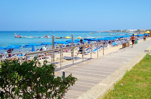 Modern_new_pedestrian_seaside_road_next_to_Protaras_beach_in_Paralimni